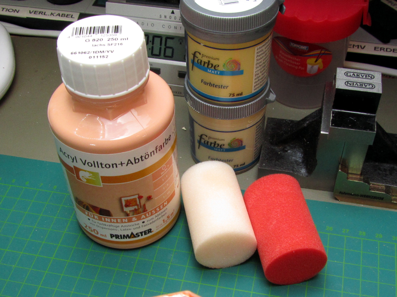 Farbgebinde und Schaumstoffwalzen